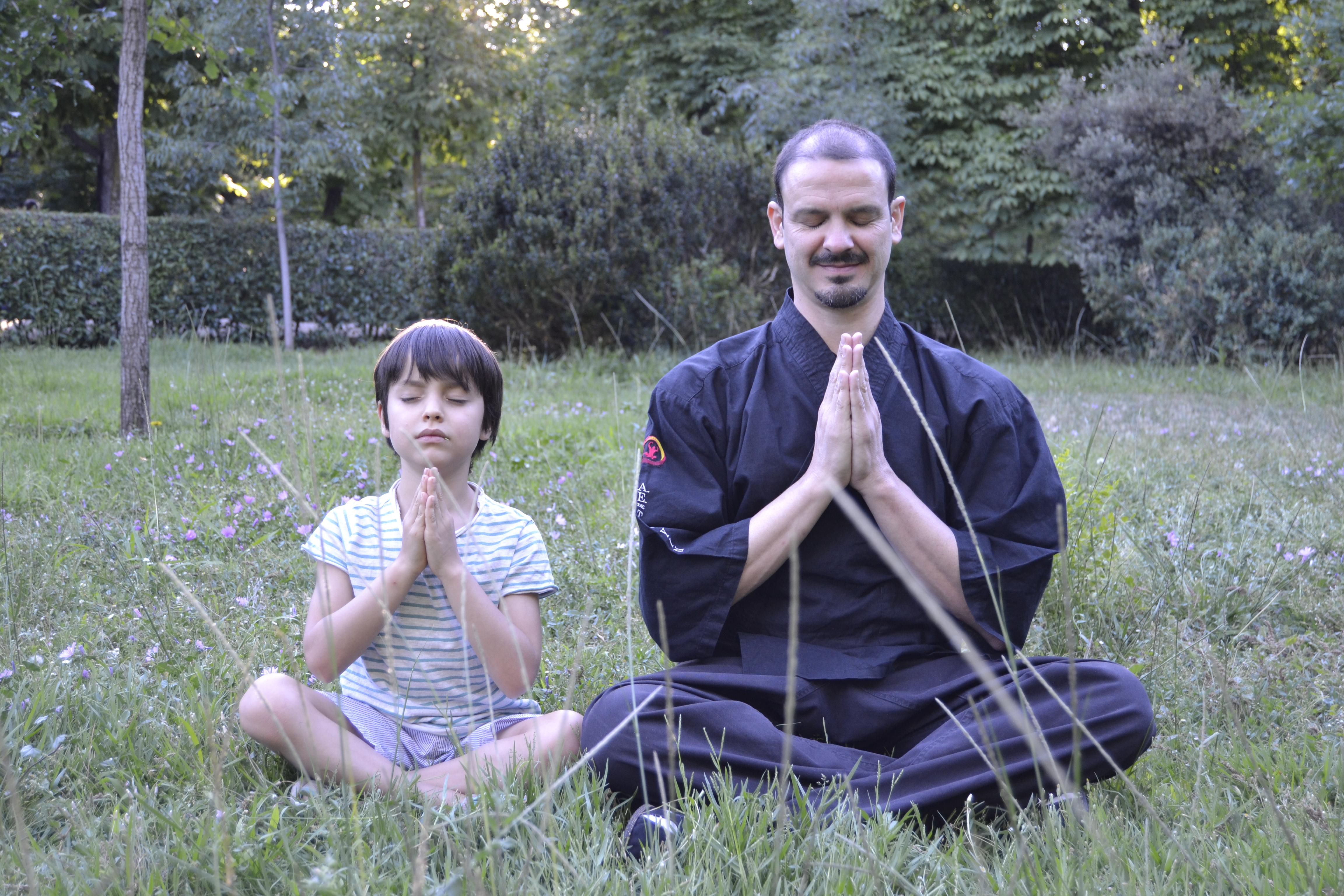 03-omar-y-angel-meditando-retiro